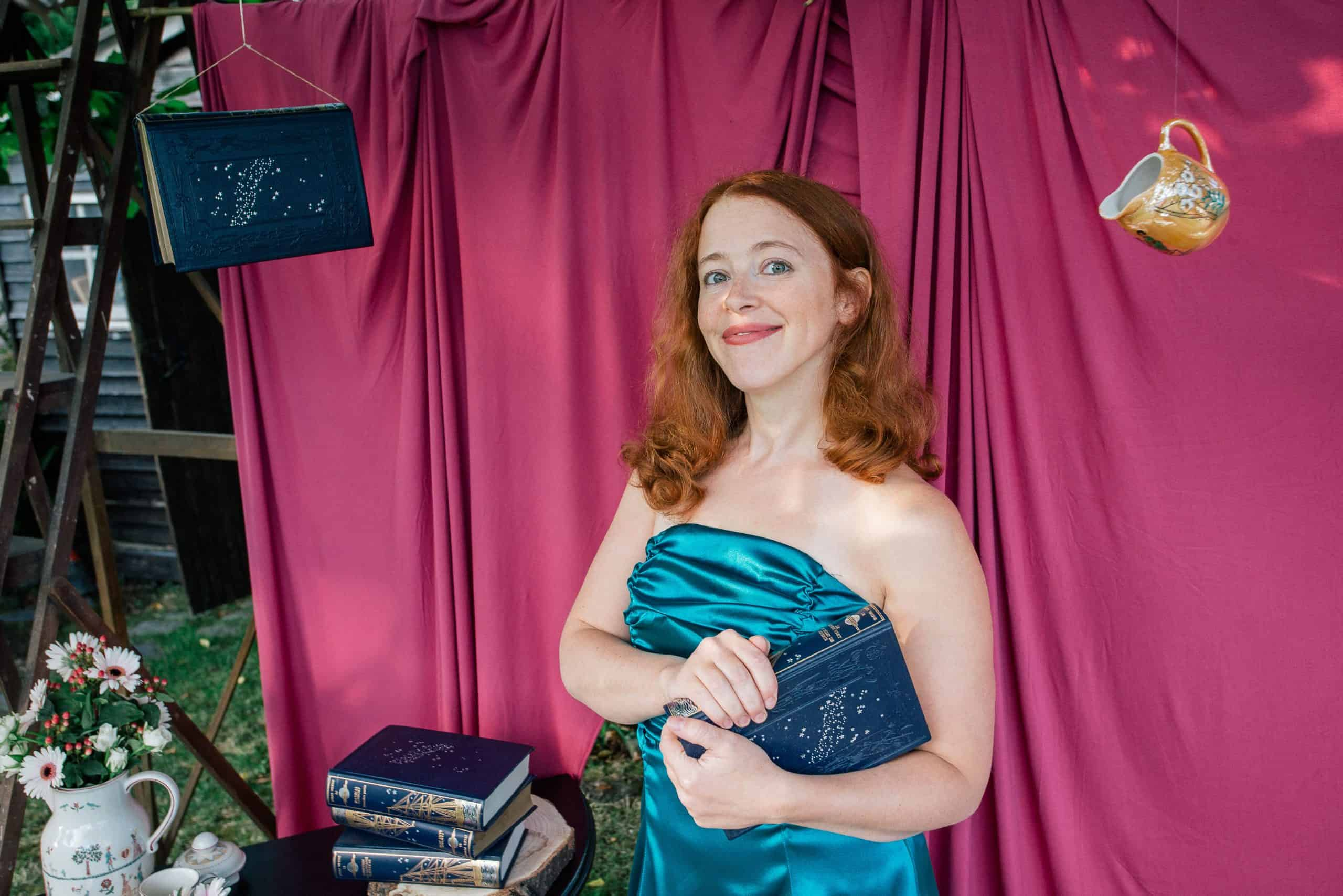 Portrait d'Alice Denys - animatrice So'Fizz, comédienne, chanteuse et organisatrice d'événement privés sur la métropole Lilloise